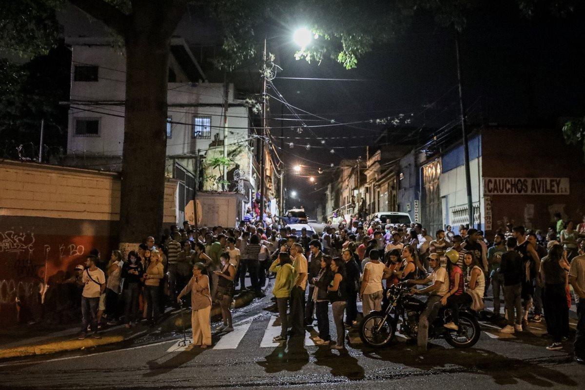 Residentes se concentraron el martes en los alrededores de la sede del Tribunal Supremo de Justicia (TSJ) en Caracas. (Foto Prensa Libre: EFE)