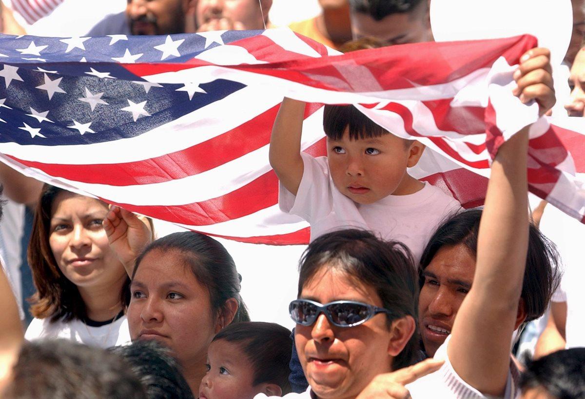 Migrantes confían en que vacunación contra el covid-19 en EE. UU. sea universal