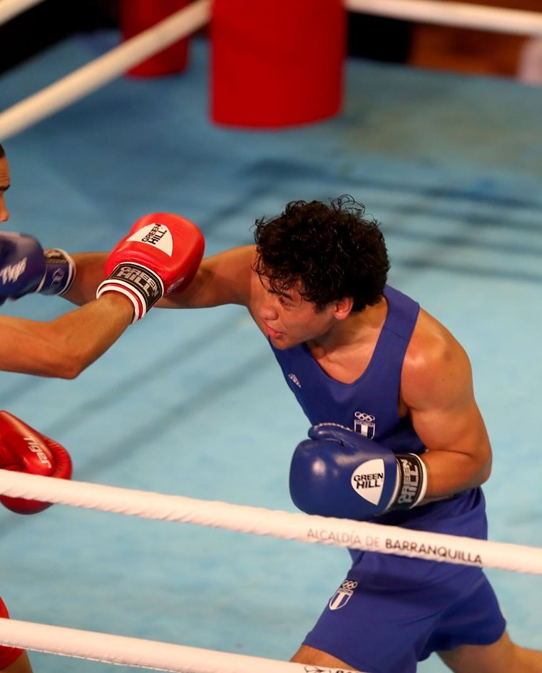 Léster Martínez, en acción, durante los Juegos Centroamericanos y del Caribe. (Foto Prensa Libre: Carlos Vicente)