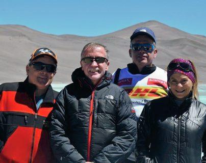 Jaime Viñals comparte su travesía con dos montañistas latinoamericanos (Foto Prensa Libre: Jaime Viñals)
