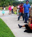 Mario Sop durante su jornada laboral en un evento de belleza en Retalhuleu. (Foto Prensa Libre: Rolando Miranda)