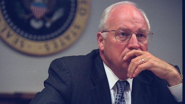 """Tras los ataques del 11 de septiembre de 2001, el vicepresidente de Estados Unidos, Dick Cheney, advirtió que trabajarían el """"lado oscuro"""". GETTY IMAGES"""