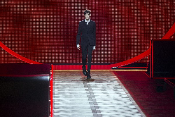París se vuelve la sede de la moda mundial con sus nuevas colecciones. (Foto Prensa Libre: AFP)