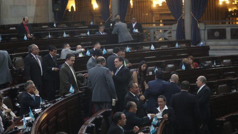 El pleno del Congreso aprobó el decreto 20-2018, además discutió otras iniciativas en primera y segunda lectura. (Foto Prensa Libre: Érick Ávila)