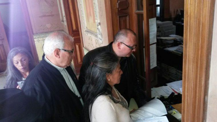 Colectivos de Quetzaltenango exigen ante el TSE y la PDH la renuncia de los diputados de ese departamento. (Foto Prensa Libre: Cortesía)