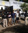 Tres presuntos integrantes de una banda de secuestradores fueron capturados en Taxisco, Santa Rosa. (Foto Prensa Libre: Enrique Paredes)