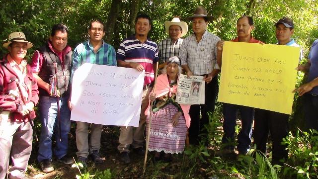 A pesar de los problemas de salud, Juana Chox Yac quiere celebrar muchos cumpleaños más. (Foto Prensa Libre: Ángel Julajuj)