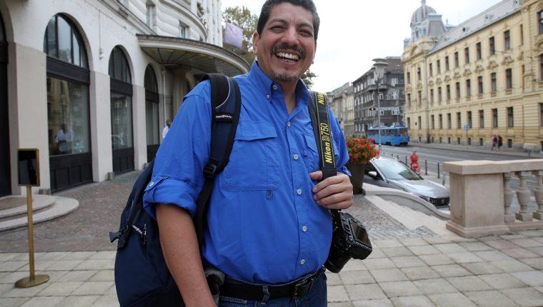 Yuri Cortez sonríe durante un paseo por la calles de Zagreb, capital de Croacia. (Foto Prensa Libre: AFP)