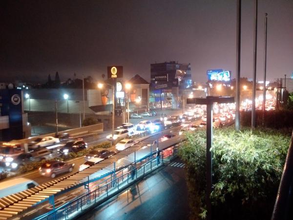 Lluvia y fin de quincena paraliza tránsito en la capital