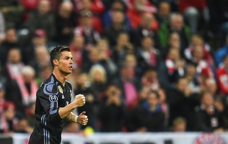 Cristiano Ronaldo festeja uno de los dos goles que le anotó al Bayern.