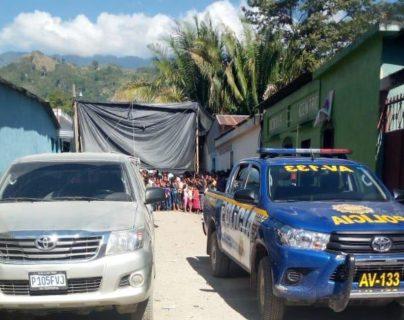 La muerte de la mujer ocurrió en un expendio de licor del barrio El Centro, La Tinta, Alta Verapaz. (Foto Prensa Libre: Eduardo Sam)