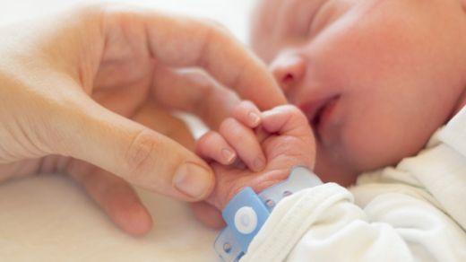 Los bebés de las madres que tuvieron depresión producían más cortisol que otros recién nacidos. GETTY IMAGES
