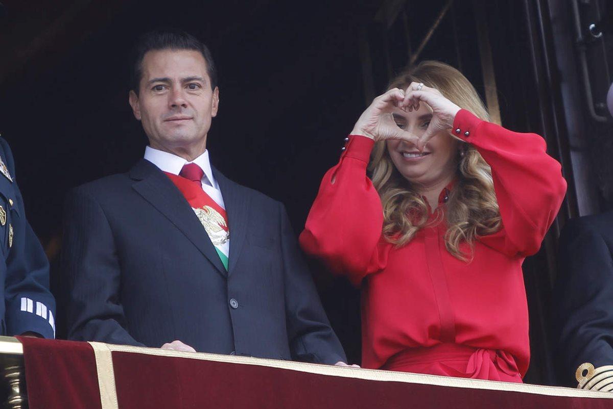 Enrique Peña Nieto y Angélica Rivera se casaron en noviembre de 2010. Durante este tiempo, se les ha criticado por el comportamiento de sus hijas mayores y sus costosos viajes.