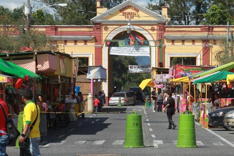 En la avenida del Cementerio, zona 3, la Municipalidad de Guatemala ubicará ventas y se usará como paso peatonal hacia el camposanto. (Foto Hemeroteca PL)