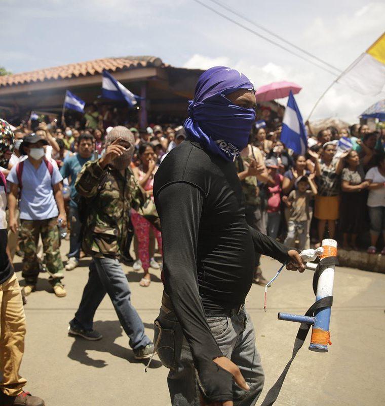 Manifestantes contra el Gobierno de Ortega salen a las calles en Masaya, Nicaragua. (EFE).