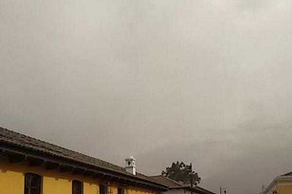 Tres departamentos fueron afectados por la erupción y caída de ceniza del Volcán de Fuego. (Fotos Prensa Libre: redes sociales)