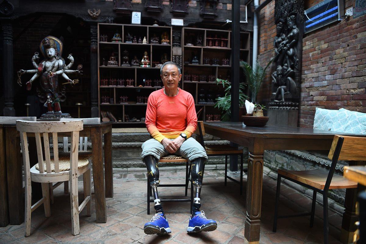 Xia Boyu, el escalador chino de 70 años amputado de ambas piernas que corona el Éverest