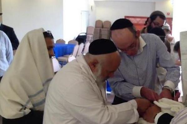 La circuncisión se realiza en el judaísmo a los ocho días de haber nacido el bebé. (Foto Prensa Libre: Archivo)