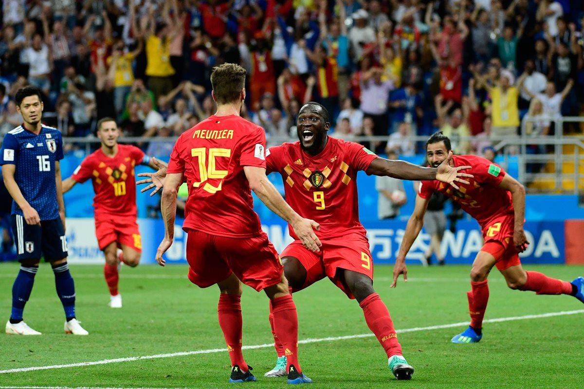 Lukaku estalla de emoción tras el gol de Chadli en los últimos segundos del partido. (Foto Prensa Libre: AFP)