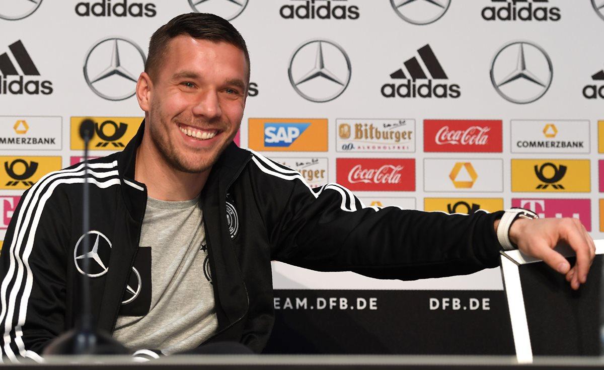 """Podolski da las gracias ante el """"emocionante momento"""" del adiós a selección"""