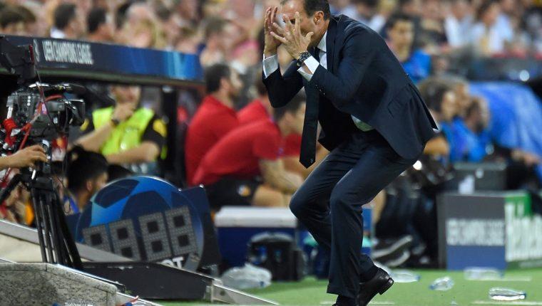Massimiliano Allegri, durante el partido entre Juventus y Valencia. (Foto Prensa Libre: AFP)