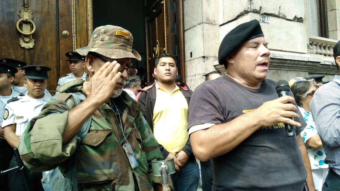 La iniciativa para reformar la Ley de Reconciliación Nacional recibió apoyo de varios ex militares. (Foto Prensa Libre: Carlos Hernández Ovalle)
