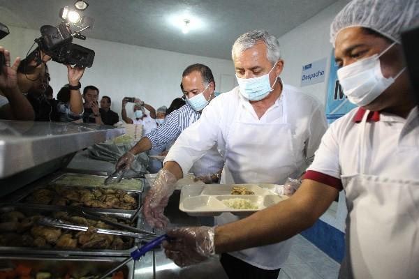 El presidente Otto Pérez Molina inauguró ayer un comedor seguro en Ciudad Quetzal, San Juan Sacatepéquez, el número 16 del país. Los desayunos cuestan Q1, y los almuerzos, Q3.