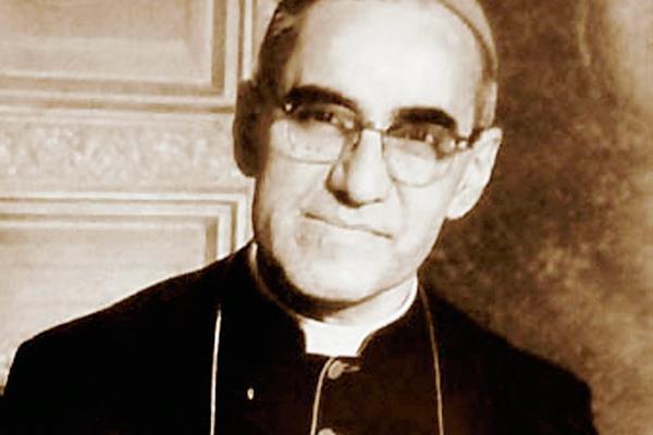 El papa Francisco firmó el decreto del milagro por intercesión de monseñor Romero y podría canonizarlo en octubre. (Foto Prensa Libre: Hemeroteca PL)