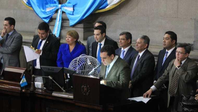 Congreso integró hoy una comisión investigadora de cinco diputados que analizará la solicitud de retiro de inmunidad del presidente Jimmy Morales. (Foto Prensa Libre: Esbin García)