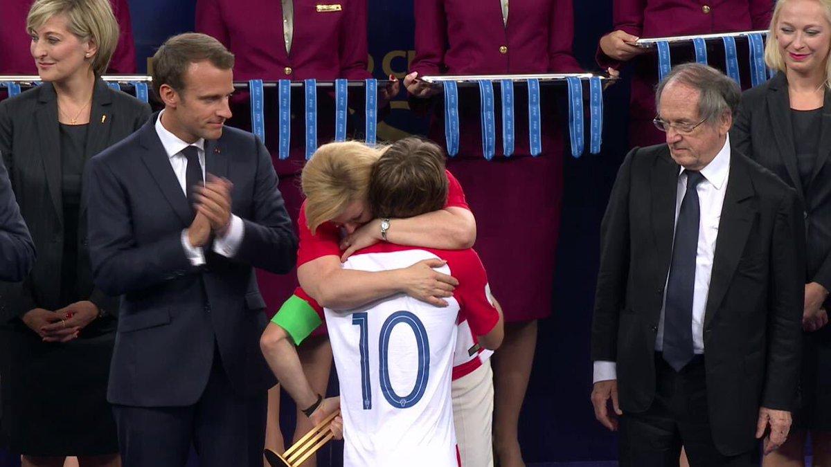 La presidenta de Croacia se roba el show de la final, con abrazos y lágrimas
