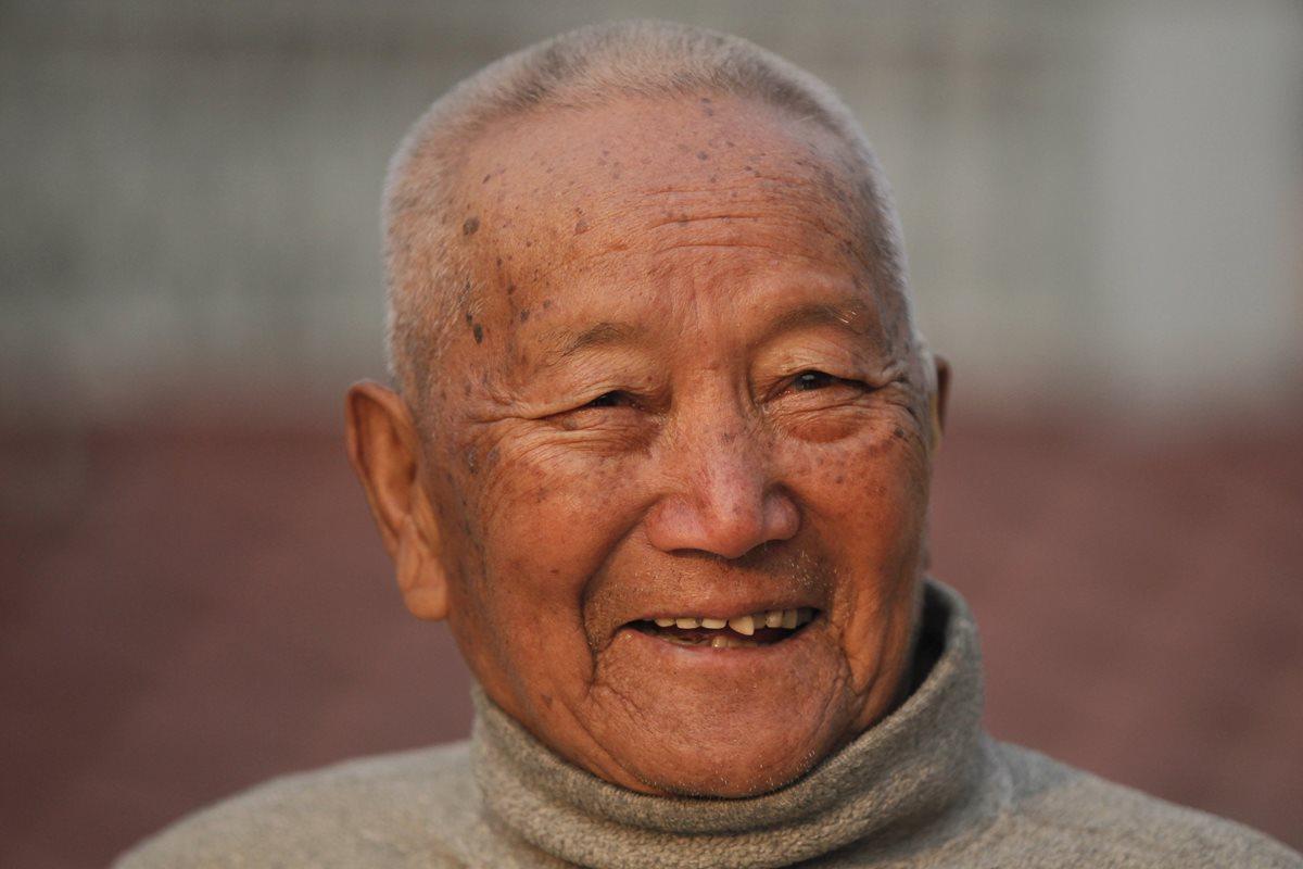 Un nepalí de 85 años muere en el Everest intentando batir un récord