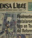 Personal de Aeronáutica Civil, de la Fuerza Aérea y bomberos instalan el faro de la Torre del Reformador, el 27/11/1997. (Foto: Hemeroteca PL)