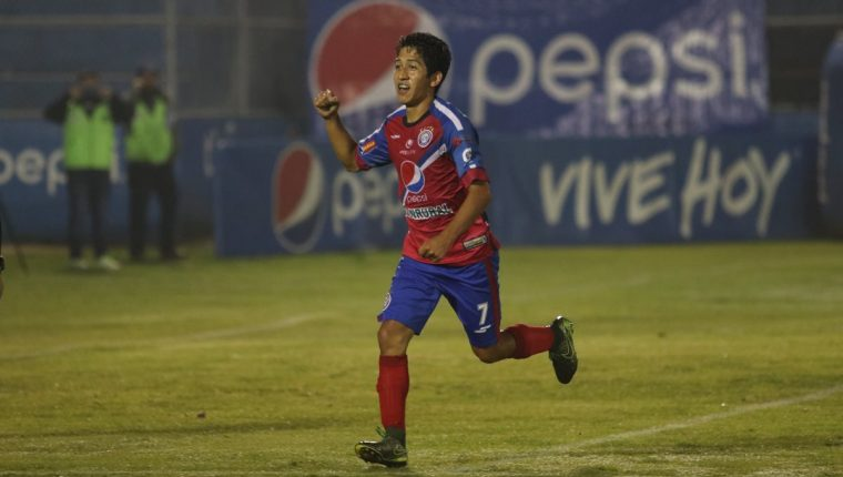 Édgar Macal volvió a ser clave para Xelajú Mc en el triunfo frente a Suchitepéquez. (Foto Prensa Libre: Raúl Juárez)