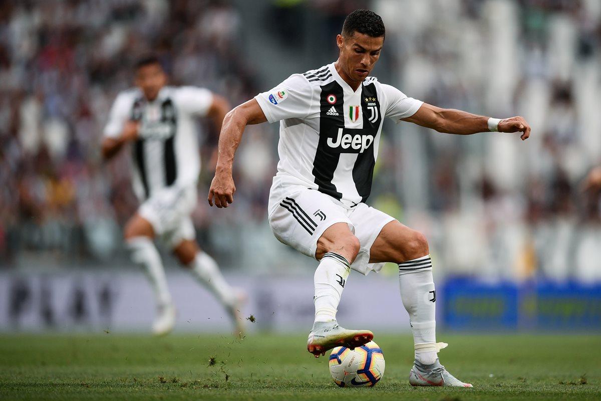 Cristiano Ronaldo se concentra por el momento en su trabajo con la Juventus de Turín. (Foto Prensa Libre: AFP)