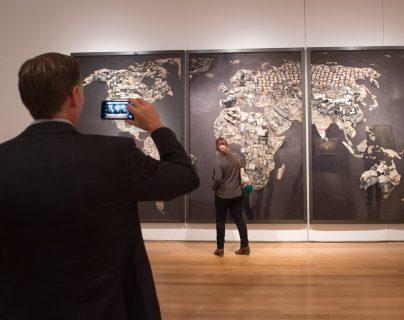 Diversas obras de arte latinoamericano serán subastadas por Christie's. (Foto Prensa Libre: AFP)
