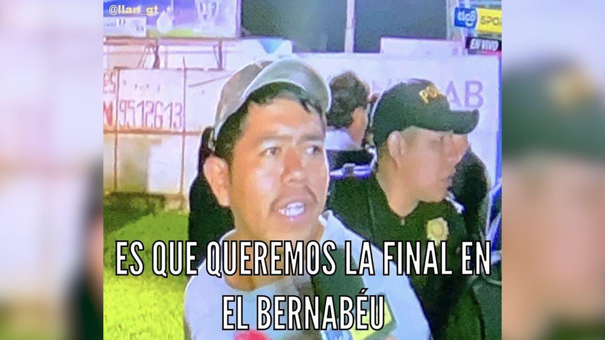 Este aficionado es a quien se le acusa de haber lanzado una botella al árbitro Mario Escobar Toca. (Foto Prensa Libre: Redes)