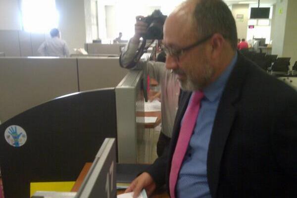 Moisés Galindo interpuso la denuncia ante el Ministerio Público. (Foto Prensa Libre: Byron Vásquez)