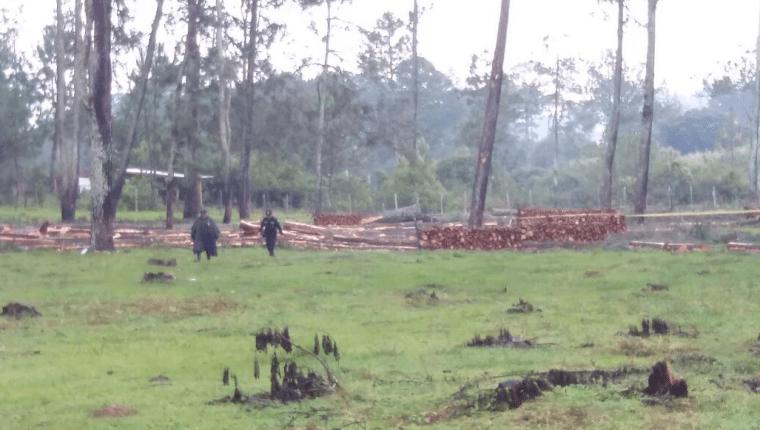 Esta es el área boscosa en donde los tres hombres se hallaban cortando árboles. (Foto Prensa Libre: Víctor Chamalé)