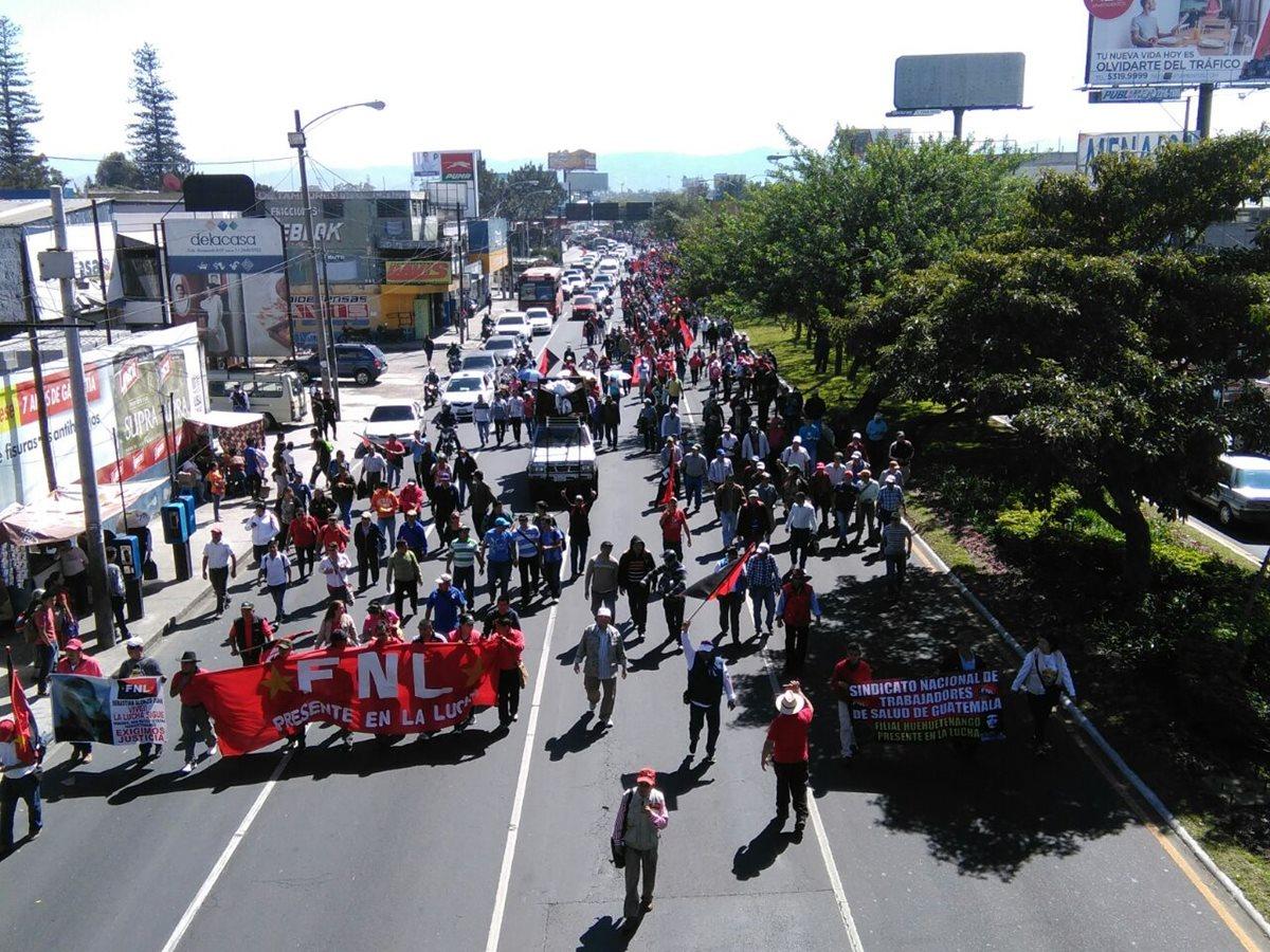 Salubristas protestan por despidos en la cartera