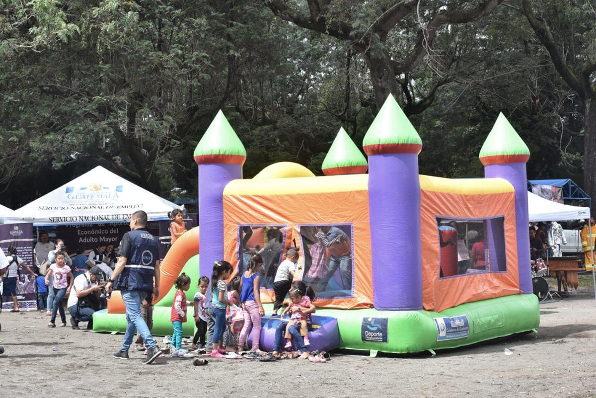 Niños de Alotenango disfrutan la jornada de actividades, efectuada por varias instituciones. (Foto: Conred)