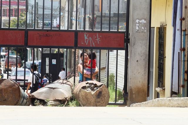 Vivir en colonias y calles cerradas en Mixco tiene un alto costo