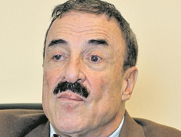 Diputado Fernando Linares compara a los tránsfugas con los migrantes