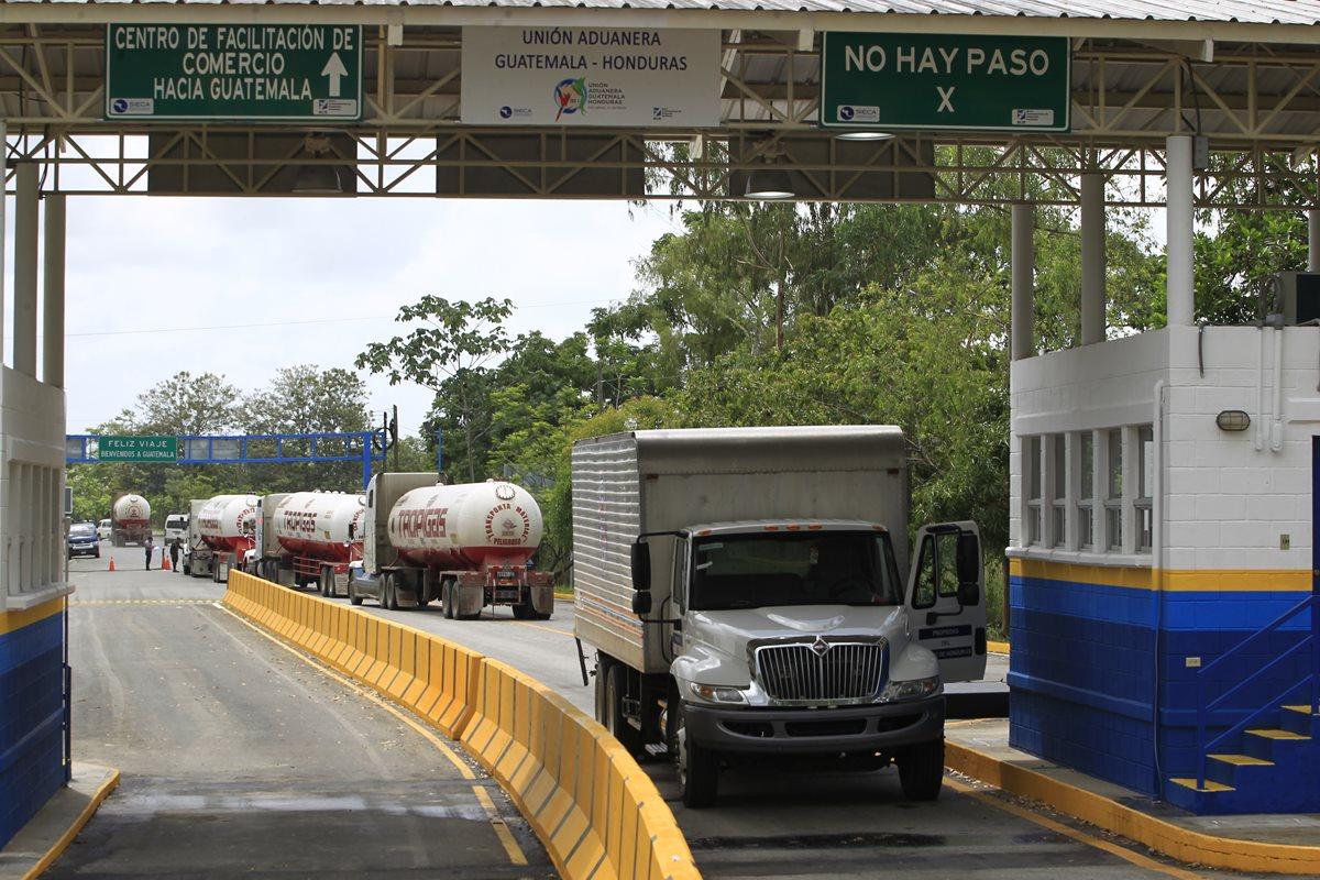 El Salvador se integra a unión aduanera con Honduras y Guatemala