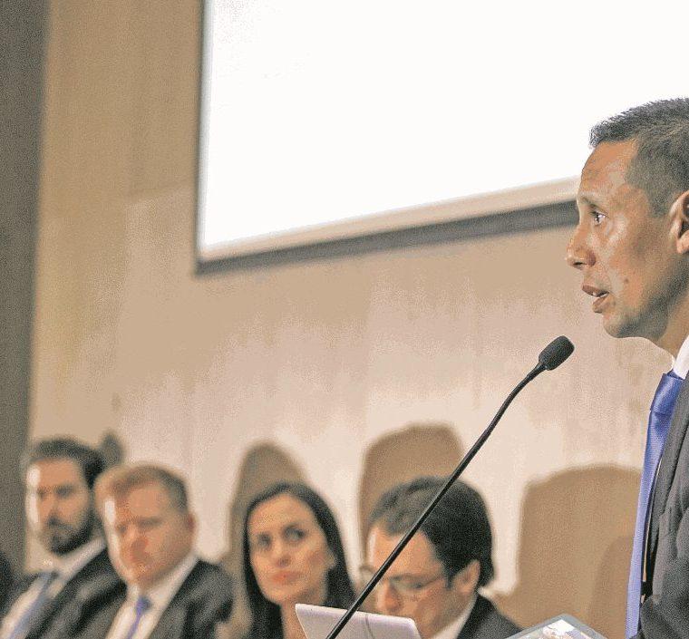 Albizuris presentó su grupo de trabajo meses atrás para intentar competir por la presidencia de la Fedefut. (Foto Prensa Libre: Hemeroteca PL)