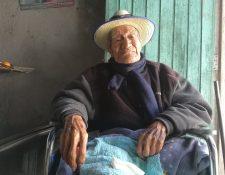 Salvador Alvarado cumplió 102 años el 12 de septiembre. (Foto Prensa Libre: Fred Rivera)