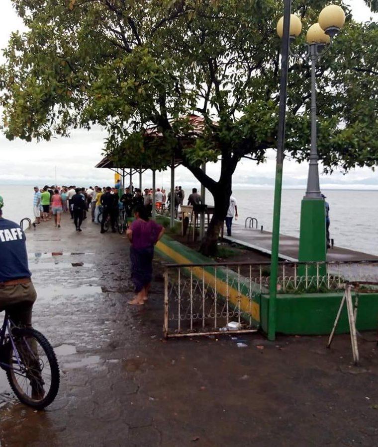 Muelle de El Estor donde se registró el accidente de tránsito. (Foto Prensa Libre: Dony Stewart).