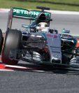 El piloto británico Lewis Hamilton, del equipo Mercedes AMG Petronas, durante la primera tanda de entrenamientos libres del Gran Premio de España que se disputa en el Circuito de Barcelona, en Montmeló. (Foto Prensa Libre: EFE)