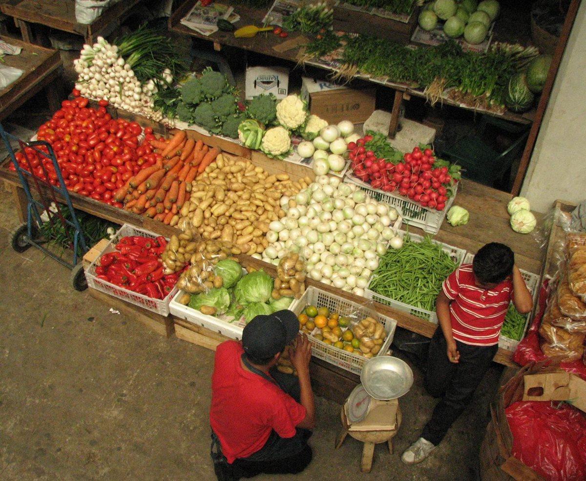 Vecinos de Xela se quejan por altos precios de tomate y cebolla