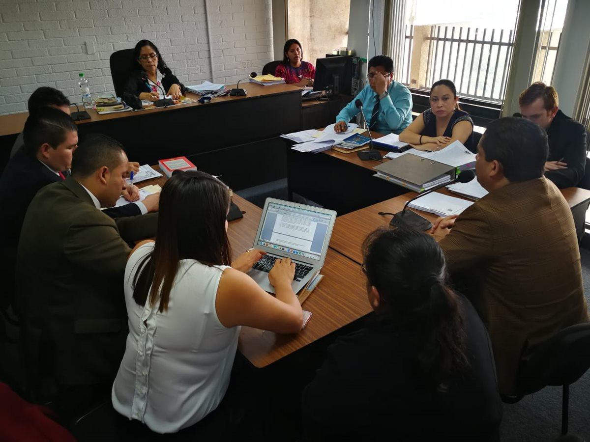 El colaborador eficaz, Juan Carlos Monzón explica en el Juzgado de Extinción de Dominio cómo se adquirió la casa de Baldetti en Roatán, Honduras. (Foto Prensa Libre: Paulo Raquec)