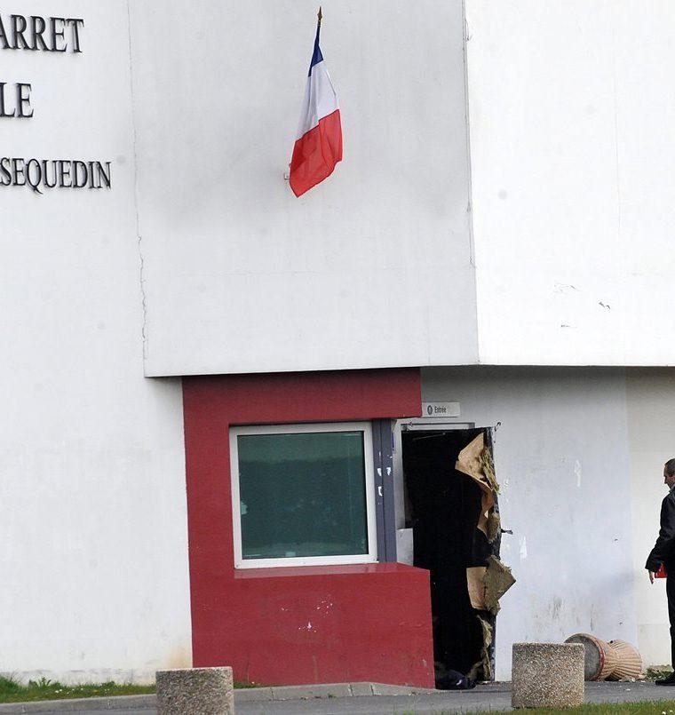 En el 2013, el prisionero francés Redoine Faid utilizó explosivos para escapar de la prisión en Sequedin, cerca de Lille, Francia. (Foto Prensa Libre: AFP)